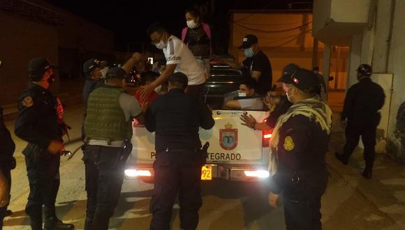 Policía Nacional interviene a más de 30 personas en bares clandestinos sin respetar el toque de queda en Talara, Piura. (Foto: Municipalidad Provincial Talara)