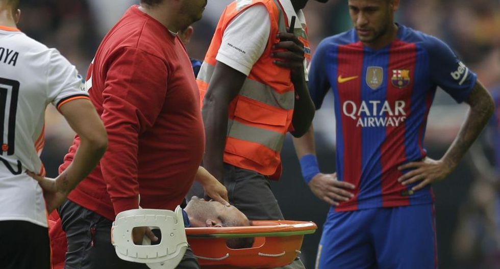 Barcelona: Iniesta y las dolorosas imágenes de su lesión - 7