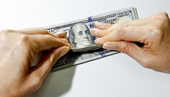 """El """"dólar blue"""" se cotizaba a 142 pesos en el circuito informal de Argentina este viernes. (Foto: GEC)"""