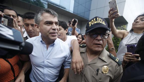 Julio Guzmán asistió a su local de votación ubicado en San Isidro. (GEC)