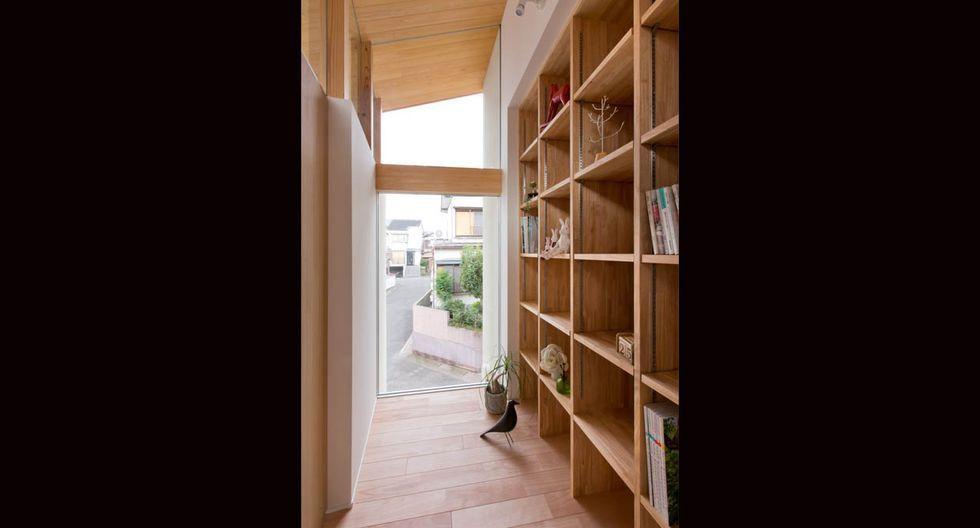 Al ser un terreno estrecho, los arquitectos decidieron conectar los distintos ambientes.(Fuji-shokai, Masahiko Nishida / alts-design.com)