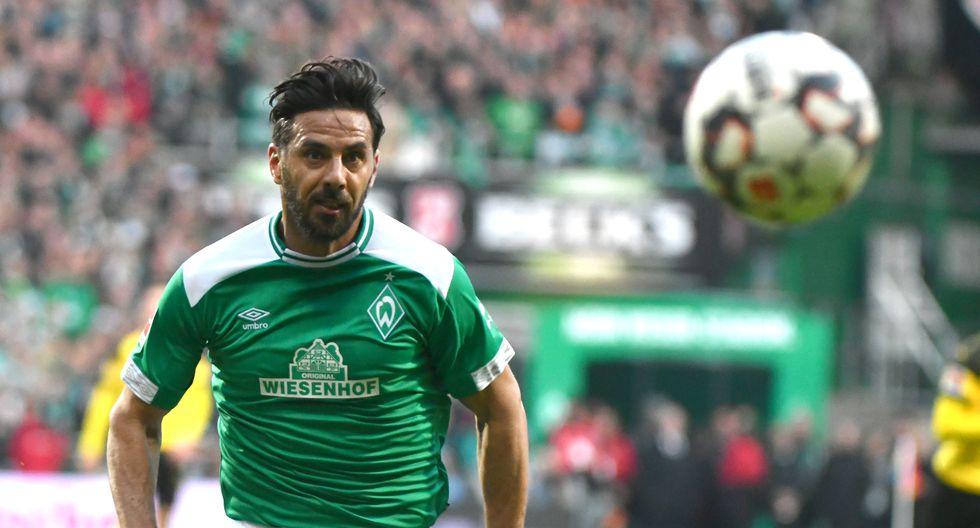 Claudio Pizarro presentó una lesión muscular y no estuvo disponible para el reinicio de la Bundesliga. (Foto: AFP)