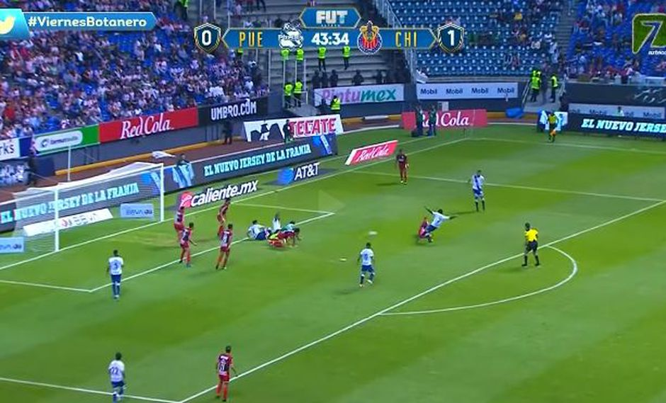 Antes de finalizar la primera parte, Brayan Angulo se encargó de igualar el cotejo para Puebla, tras aprovechar un mal despeje del portero rival. (Foto: captura de video)