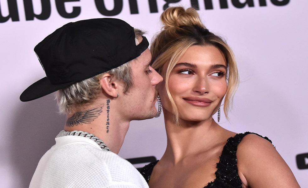 Justin y Hailey Bieber derrocharon mucho amor en su primera 'red carpet' como esposo y esposa. Recorre la galería para conocer más detalles. (Foto: AFP)