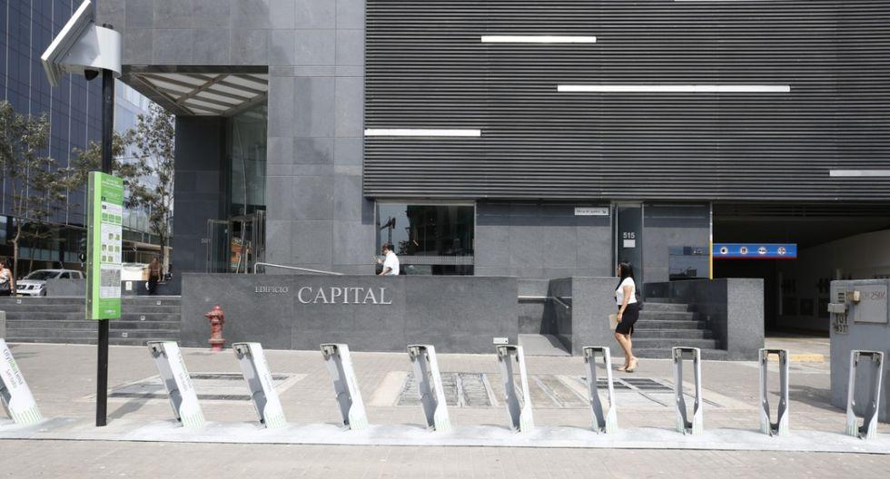 Así se encuentran las estaciones de bicicletas públicas instaladas en noviembre, en la Avenida Rivera Navarrete (cruce con Amador Reyna) y en la nueva Plaza Bollar. (Fotos: Piko Tamashiro / El Comercio)