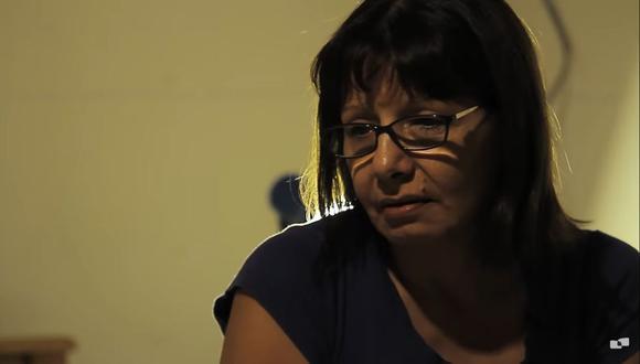 """Adriana Rivas, siendo entrevistada para el documental """"El pacto de Adriana"""". (Captura de video - YouTube)"""