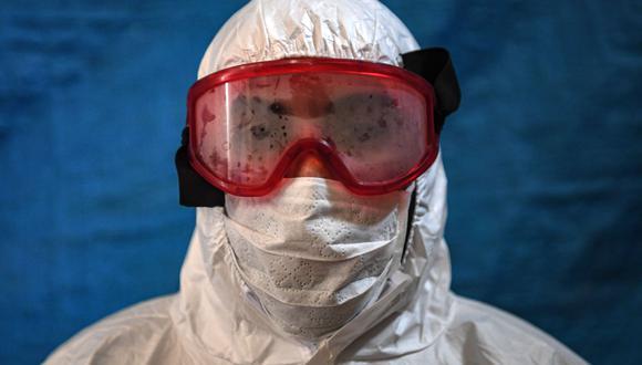 Cientos de científicos dicen que el coronavirus se transmite por vía aérea y piden a la OMS revisar guías. (Foto: OZAN KOSE / AFP).