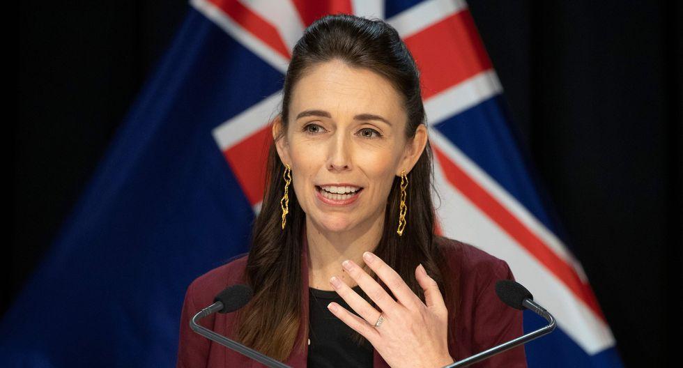 La primera ministra de Nueva Zelanda Jacinda Ardern anunció que su país le ganó la batalla al coronavirus. (AFP / POOL / Mark Mitchell).