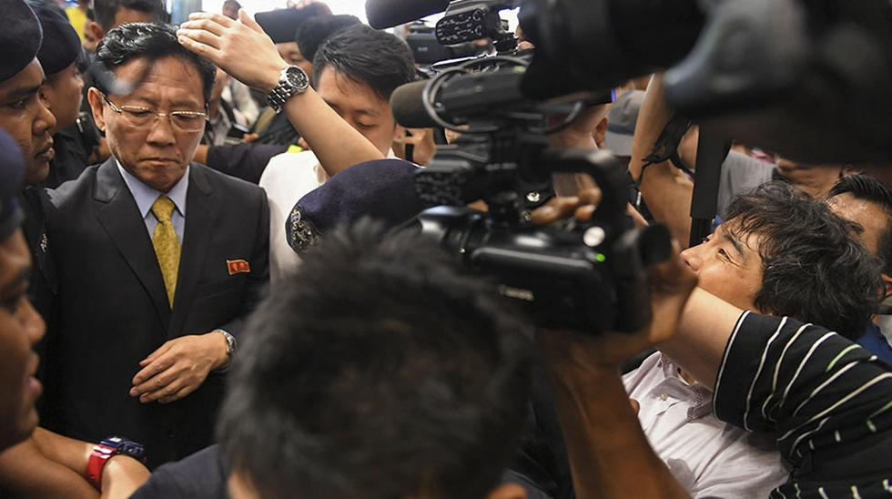 Kang Chol, el diplomático norcoreano expulsado de Malasia por sus críticas a la investigación de la muerte de Kim Jong-nam, llegó esta noche a Beijing en medio de un gran dispositivo policial, que le custodió a su salid