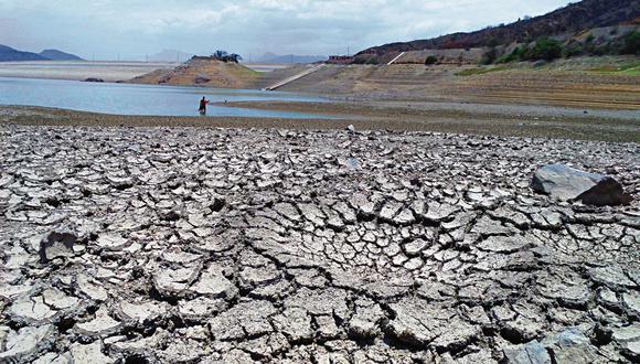 El evento denominado La Niña costera tiene como consecuencia un déficit hídrico y sequías. ENFEN estima que este fenómeno se debilite antes del próximo año.  Foto de la escasez de lluvias en el reservorio Tinajones, en Lambayeque, en el año 2014. (Wilfredo Sandoval / archivo)