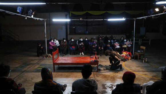 """Con el duelo del cuerpo ausente la obra de teatro itinerante """"Yerbateros"""" buscar ayudar a sanar a la sociedad. (Foto: Hugo Perez)"""