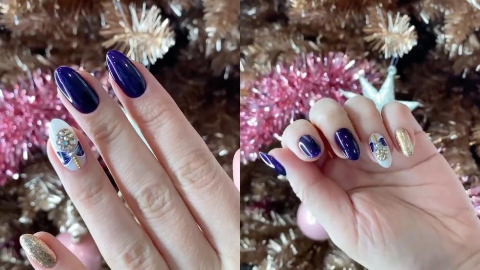 Si eres fanática de colocar aplicaciones en tus uñas, decóralas con esmalte azul y suma detalles como perlas y brillos en tonos festivos como el plateado y dorado. (Fotos: IG @siberia_salon)