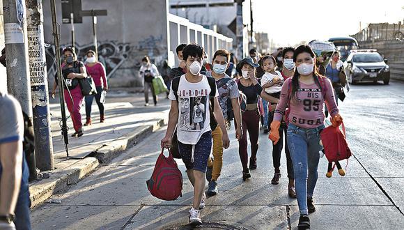 SABADO 18 DE ABRIL DEL 2020FAMILIAS CAMINANDO POR LA CARRETERA CENTRAL Y AUTOPISTA RAMIRO PRIALE CON DIRECCION LA REGION SAN MARTINFOTOS: RENZO SALAZAE