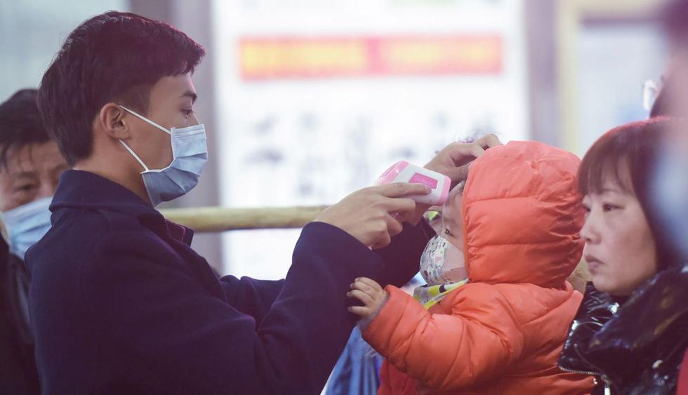 En cuanto el líder chino (Xi Jinping) dio el lunes sus instrucciones, los medios oficiales se apresuraron a anunciar el número de contaminaciones en todo el país. (AFP).