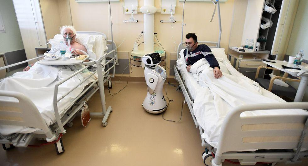 Los robots tienen una cara de pantalla táctil para su fácil manejo. (Foto: Reuters/Flavio Lo Scalzo)
