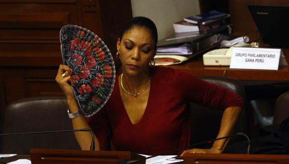 La congresista Cenaida Uribe no quiere ventilar sus vínculos con Punto Visual. (Foto: Paul Vallejos)