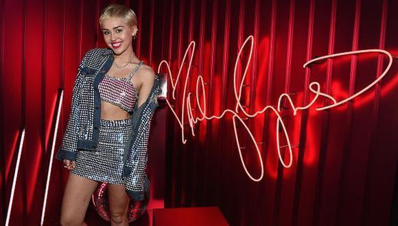 Facebook: Miley Cyrus se burla del nuevo look de Kim Kardashian