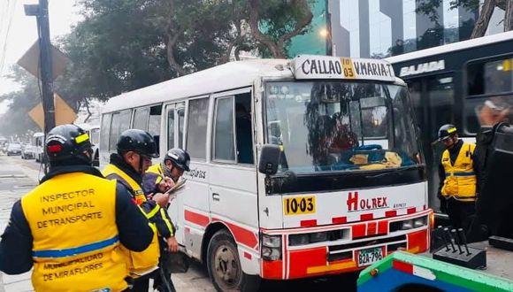 Miraflores busca combatir el transporte informal, especialmente a las coaster 'piratas'. (Facebook)