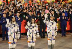 Astronautas chinos llegan a la estación espacial para su misión más larga