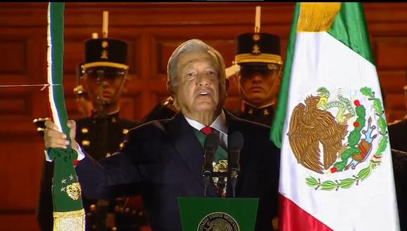 El presidente de México dio su tercer Grito de la Independencia, siendo el segundo año consecutivo sin público por la pandemia de la Covid-19. FOTO: Twitter.