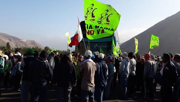 Tía María: manifestantes bloquean nuevamente Panamericana Sur. (Foto: Zenaida Condori)