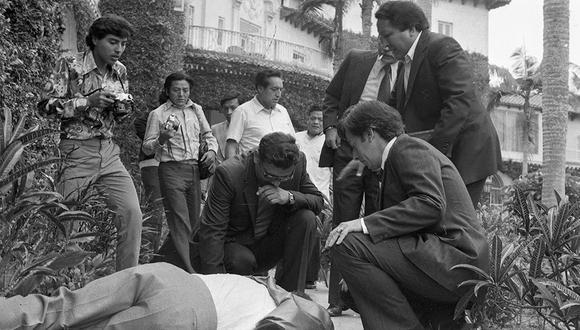 El 7 de mayo de 1981, Kiko Ledgard cayó desde la terraza del Hotel Country Club, ubicado en San Isidro. El accidente sucedió mientras posaba para las cámaras junto a sus modelos. Minutos antes, el presentador había ofrecido una conferencia de prensa en la que anunciaba su retorno a la televisión peruana. (Foto: GEC Archivo Histórico)