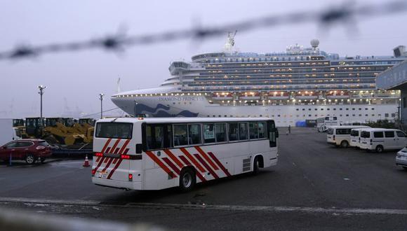 El crucero Diamond Princess, operado por Carnival Corp., atracado al anochecer en Yokohama, Japón. (Foto: Archivo/Reuters).