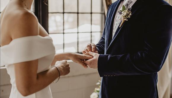 Los novios se iban a casar en febrero, pero la fuga de sus padres los ha obligado a denunciar su desaparición. (Pexels)