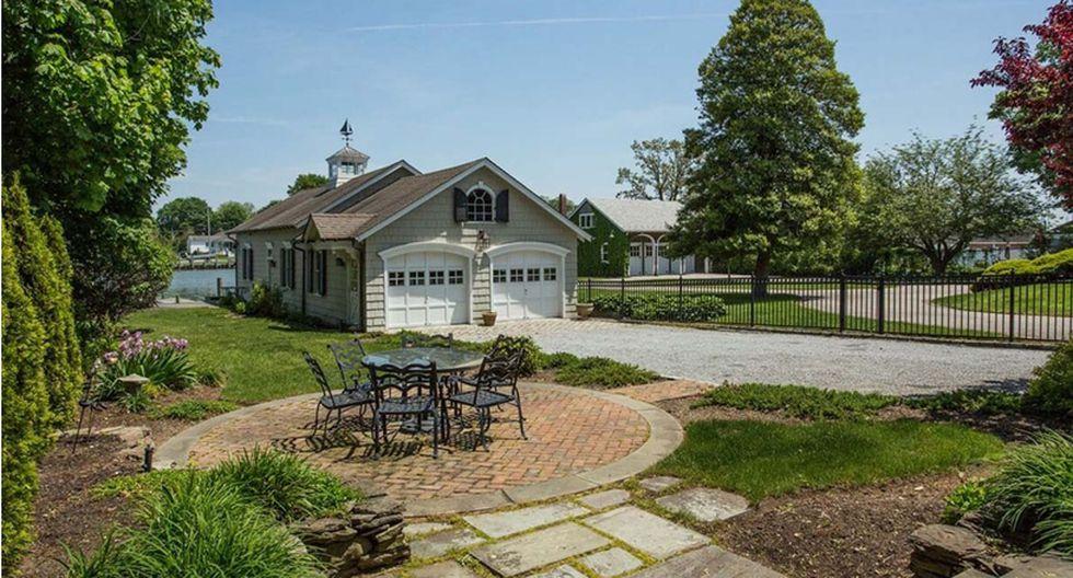 La casa incluye un hermoso jardín que la rodea. (Foto: zillow.com)