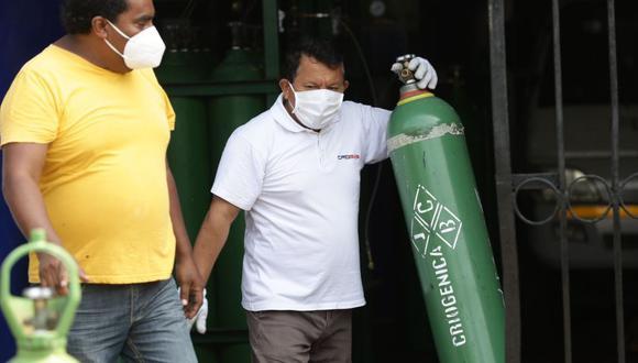 Las empresas dedicadas a la distribución de oxígeno medicinal han comenzado a reportar que no pueden cubrir la demanda antes el incremento de casos graves de COVID-19. (Foto: Fernando Sangama / @photo.gec)