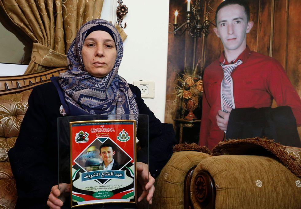 Raja, madre de Abdul Fatah al-Sharif, el palestino asesinado por un soldado israeló. (AFP).