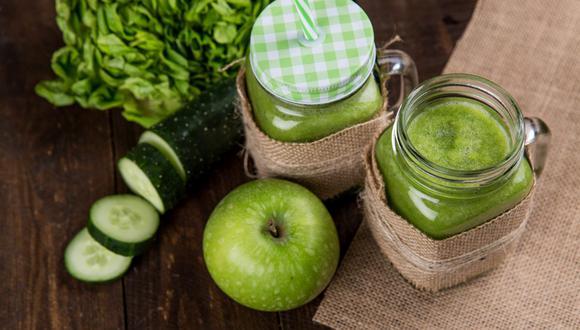 Los jugos verdes son ideales para deshacernos de todas esas toxinas y kilos de más. (Foto: Pexels)