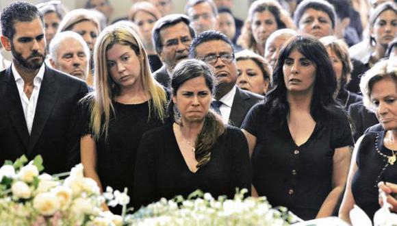 Los hijos y la ex primera dama Pilar Nores estuvieron en distintos momentos del día en el velorio del ex presidente Alan García. (Foto: Alonso Chero/ El Comercio)