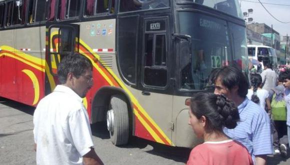 Suboficial recibió un balazo al enfrentarse a asaltantes de bus