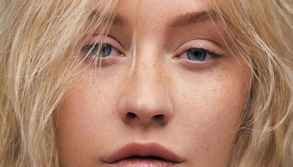 Christina Aguilera en una nueva versión, al natural, despojada de todo el maquillaje y peinados a los que nos tenía acostumbrados.