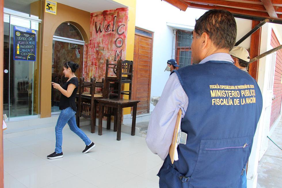Ayer personal de la municipalidad de Piura y el Ministerio Público multaron a tres personas en la urbanización Bello Horizonte, por impedir que fumiguen sus casas. (Foto: Ralph Zapata)