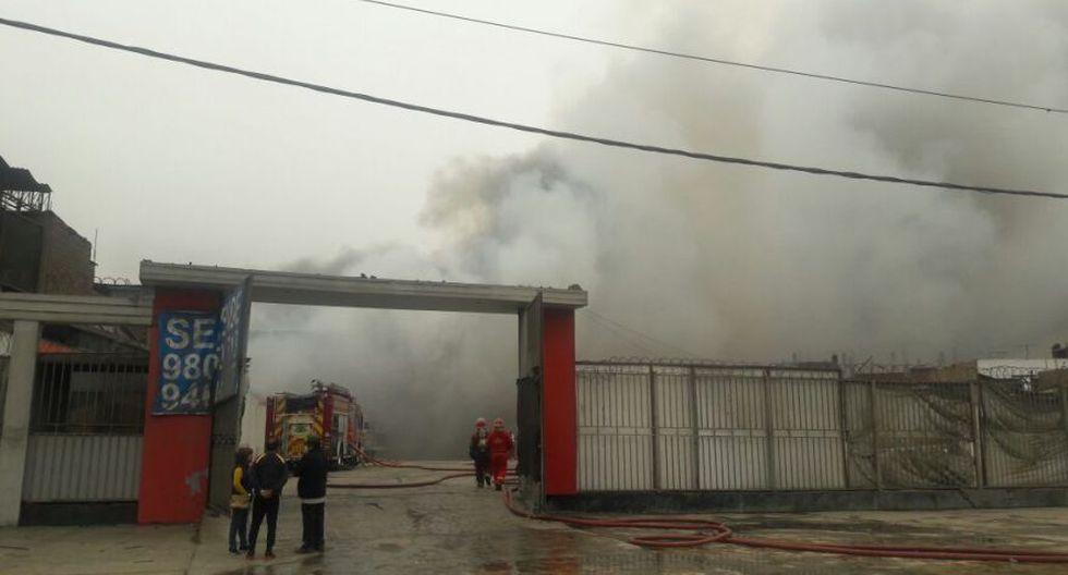 Incendio en El Agustino: bomberos siguen trabajos tras 12 horas - 10