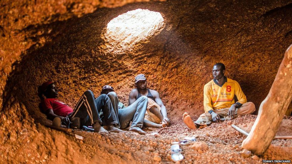 Los jóvenes africanos dispuestos a dar la vida por el oro - 1