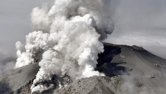 Una fotografía aérea tomada el 27 de septiembre de 2014 por Yomiuri Shimbun muestra el volcán Monte Ontake soplando humo y cenizas, entre las prefecturas de Gifu y Nagano, en el centro de Japón.  (EFE / EPA / TOSHIHIKO KAWAGUCHI JAPAN OUT SOLO PARA USO EDITORIAL).