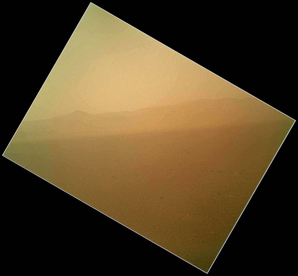 Primera imagen a color de Marte. El Curiosity tomó esta foto del planeta con una de sus cámaras mostrando el clima (Foto: NASA)