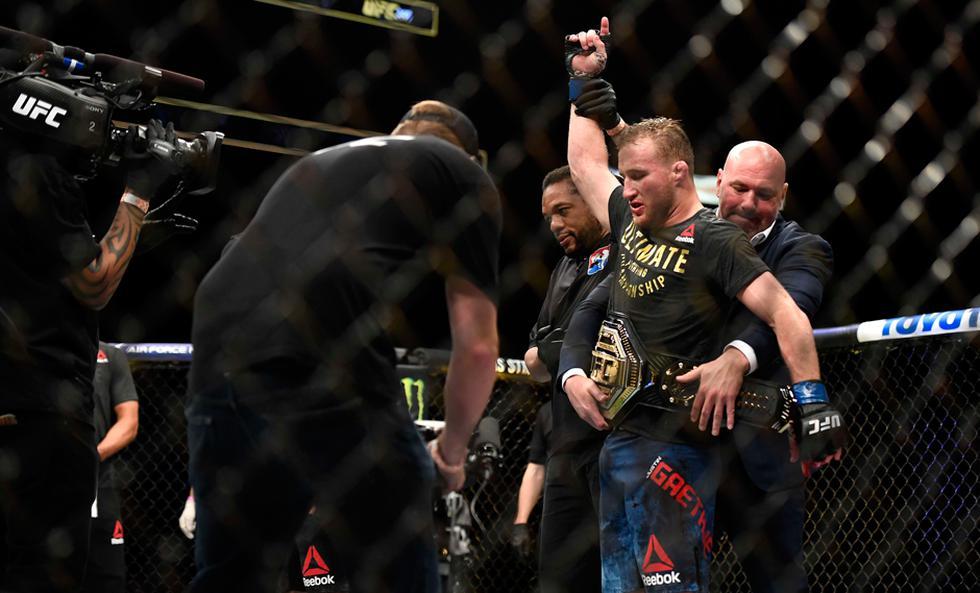UFC estrenó una era de deportes con mascarilla y sin público | Foto: AP/EFE/Reuters/AFP