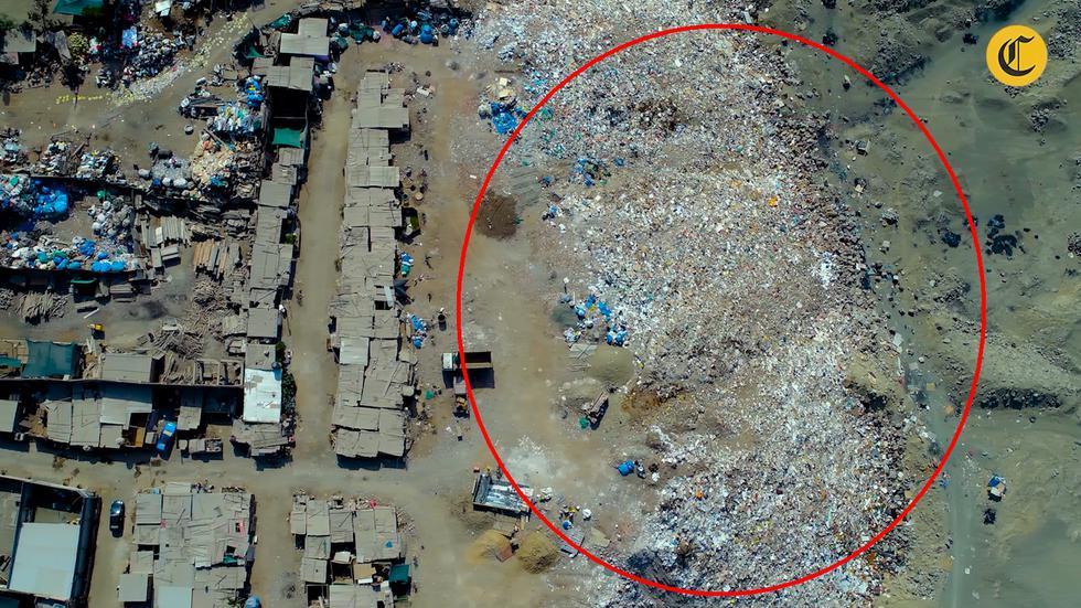 Botadero ilegal de basura se encuentra en el límite de La Molina y Pachacamac y se formó tras la presencia de invasiones. (Foto: El Comercio)