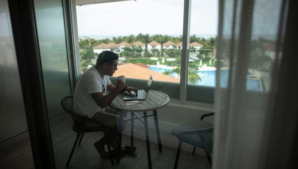 Cada vez son más los citadinos que piensan mudarse por largos periodos a la playa mientras continúan trabajando o estudiando de manera remota. (Foto: Elías Alfageme)