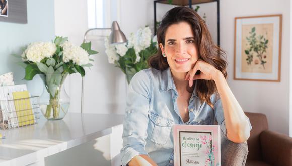 En Nosotras en el espejo, su primer libro, la autora comparte algunas anécdotas.