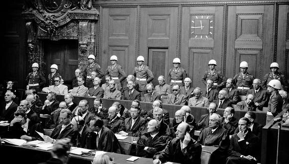 Abogados defensores de los líderes militares del Tercer Reich, así como de las personas que los ayudaron, en los Tribunales de Núremberg, que finalmente procesó a 21 personas. (AFP)