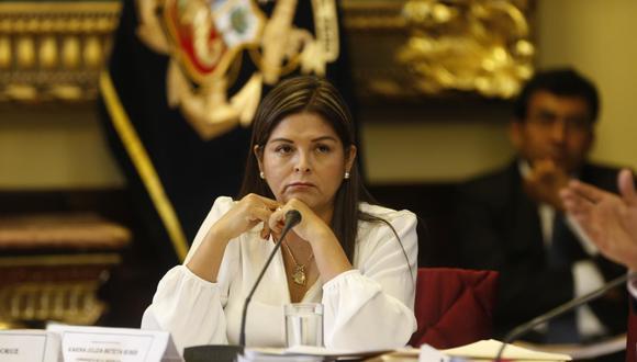 Karina Beteta evitó opinar si estaba de acuerdo o no con la postergación de la vista de la causa del hábeas corpus en el caso de su lideresa. (Foto: El Comercio)