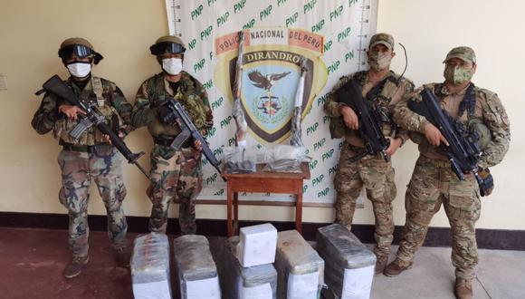 Fuerzas combinadas en una de las últimas incautaciones de cocaína en el país. El 60% se produce en el Vraem (Foto: PNP)