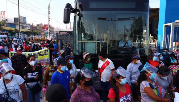 Manifestantes señalan que esperan que representantes del Ejecutivo lleguen al lugar para iniciar diálogo. (Foto: Hugo Curotto / @photo.gec)