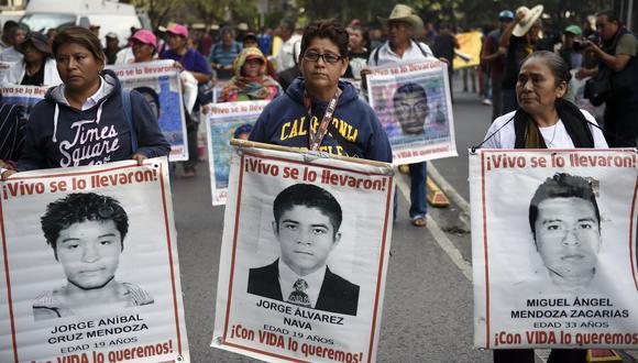 Desde la desaparición de los 43 jóvenes se han anunciado múltiples detenciones e investigaciones sobre el caso, pero un informe revela que al menos se cometieron 158 irregularidades durante el proceso. (AFP)
