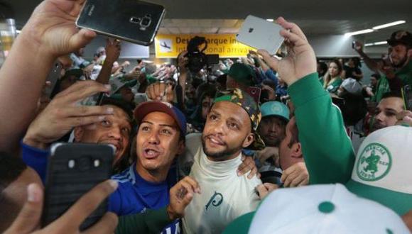 Felipe Melo fue recibido como héroe por hinchas de Palmeiras